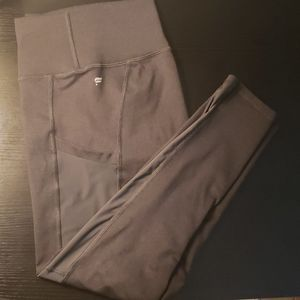 Fabletic crops size medium in gray